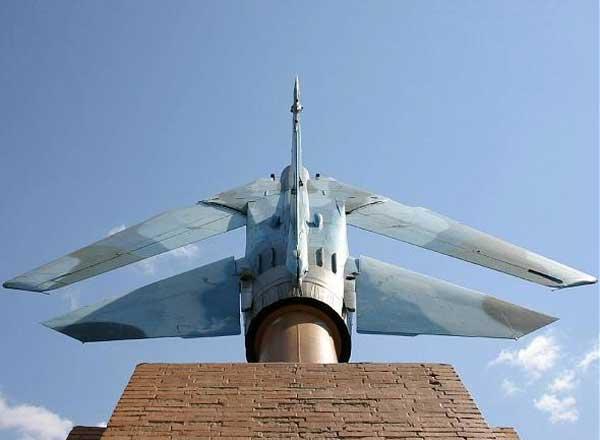 Памятник МиГ-23